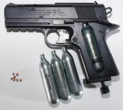 Об использовании пневматического оружия по назначению рассказывает начальник Шарковщинского РОВД С. Н. Орешков