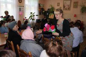 Праздничная программа «Для мам, что даруют нам жизнь и тепло» прошла в отделении дневного пребывания для инвалидов