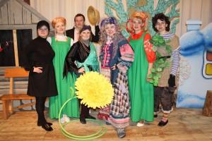 Спектакль «Проказы Бабы-Яги» показали малышам в РЦК