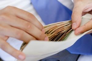 В чем опасность зарплаты в «конверте»