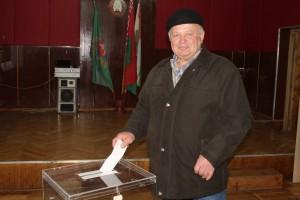 Сегодня последний день выборов. Как голосуют шарковчане на избирательных участках
